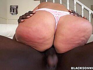 jav  blowjob  ,  booty  ,  brunette   porn movies